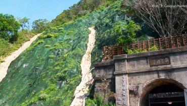 Protección del talud alto que localiza cerca de la entrada del túnel No. 9 en Taichung