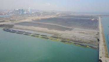 Uso de tubo de geotextil gigante para la reclamación temporal de Ataguía en  el puerto
