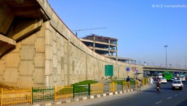 Estructura de tierra reforzada, Faridabad Skyway (carretera elevada de Badarpur), Delhi, India