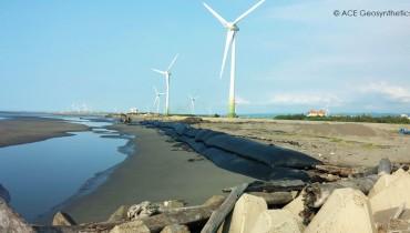 Trabajo de dragado en el puerto Wujia, Taiwán