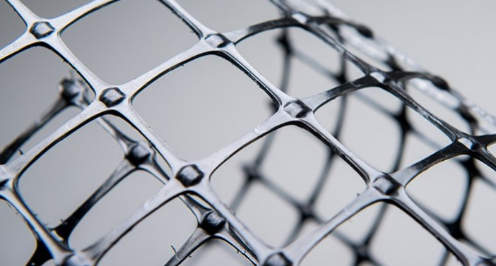 Biaxial PP geogrid with low elongation and creep performance and resistance against chemicals