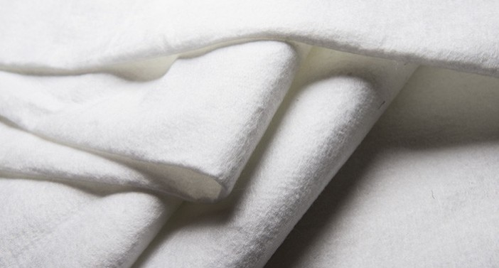 Nonwoven geotextile fabric with high permeability and filter capacity