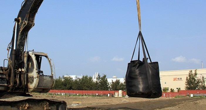 Geotextile bag with excellent filtration, durability, resistance against UV, abrasion and chemicals