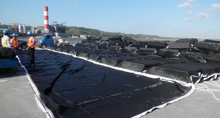 Silt curtain with floating and anchoring systems