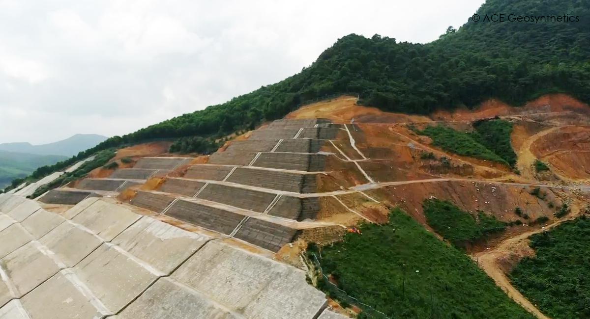 Reparación de deslizamientos de tierra en autopista Ha Long - Van Don, provincia Quang Ninh, Vietnam